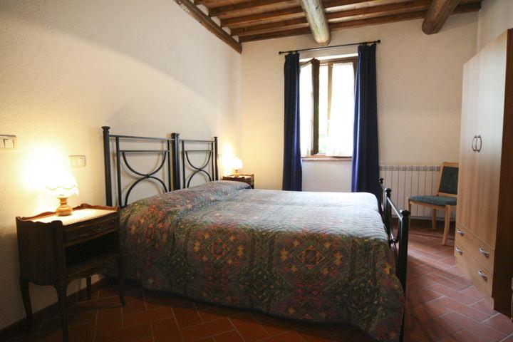 Luna appartamento 5 posti letto per vacanze in umbria affitti turistici in campagna al lago - Letto all americana ...