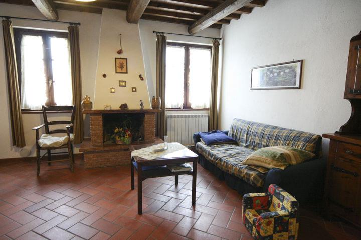 Letto Tra Due Finestre : Luna appartamento posti letto per vacanze in umbria affitti