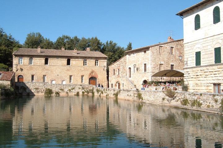 Thermes gratuites pas loin du country house marilena la casella en ombrie et en toscane - Bagno vignoni terme libere ...